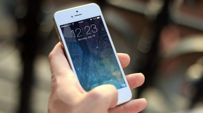 iphone-i-hand