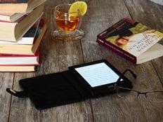 e-bok-på-bord-232x