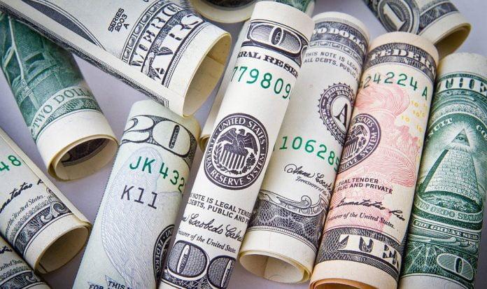 pengar-på-bord