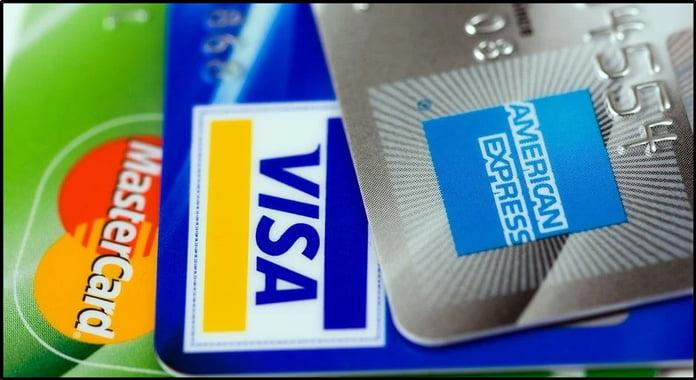 kreditkort-på-rad